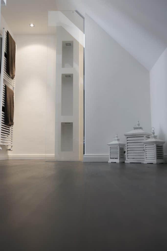 badezimmer holzboden fliesen badezimmer holzboden. Black Bedroom Furniture Sets. Home Design Ideas