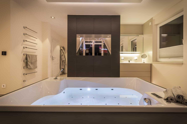 Fliesen Design Wellness Oase mit Sauna |