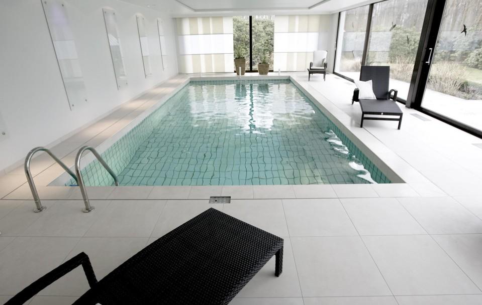 moderner Indoor Pool von Fliesen Design |