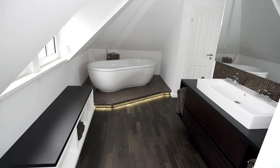 Luxus Bad mit Holzboden  